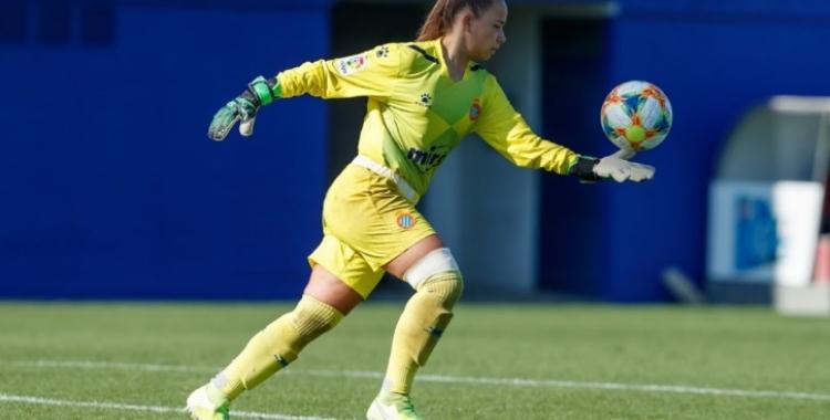 La portera, nascuda l'any 2001, ha debutat amb 18 anys a la màxima categoria del futbol femení | David Ramírez