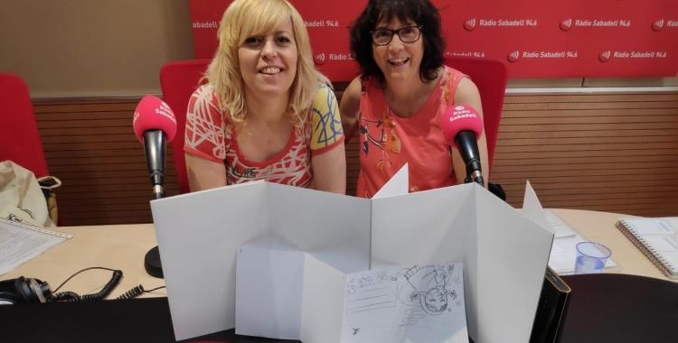 Laia Codina i Anna Fité, als estudis de l'emissora municipal   Ràdio Sabadell