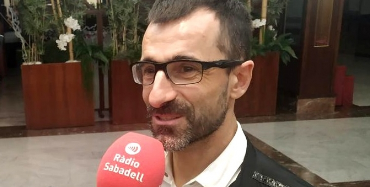 El marxador madrileny anit atenent a Ràdio Sabadell | Sergi Garcés