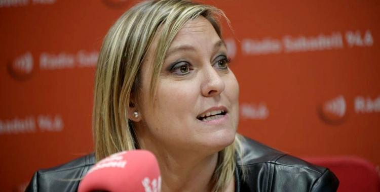 La regidora d'esports, Laura Reyes, avui als estudis de Ràdio Sabadell   Roger Benet