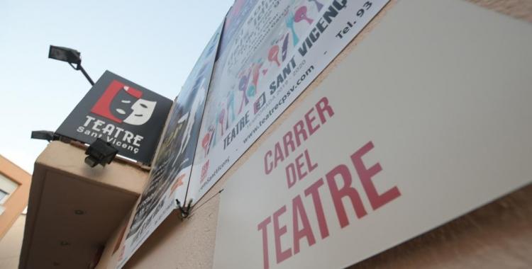 Placa simbòlica al carrer del Teatre | Roger Benet