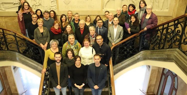 Foto de família del Dia de les Capacitats a l'Ajuntament   Cedida