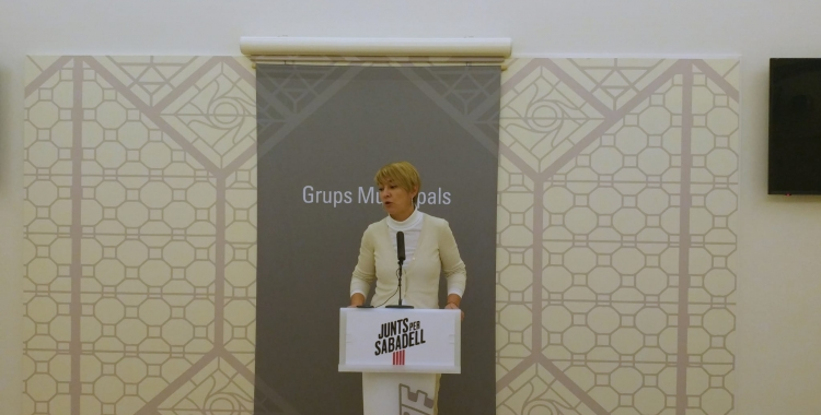 Lourdes Ciuró presentant les esmenes a les ordenances   Ràdio Sabadell