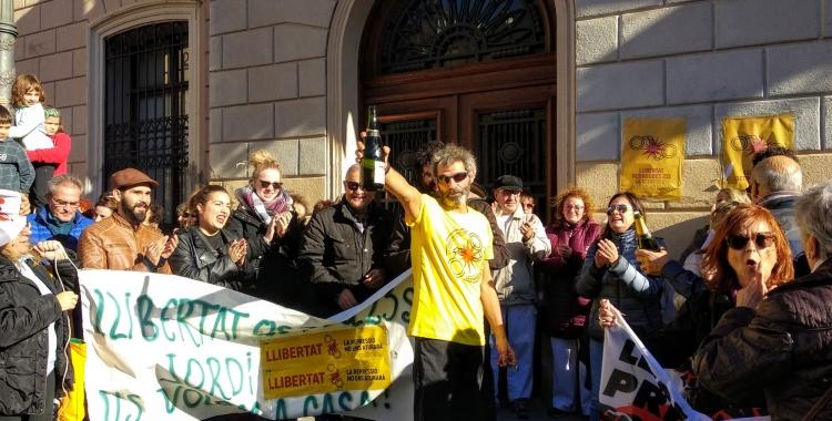 Xavi Duch ha brindat amb tots els assistents a Sant Roc | Helena Molist