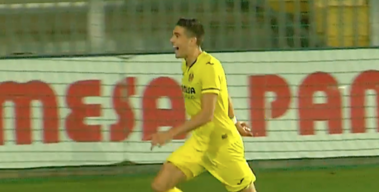 Espiau ha anat directe cap a la zona d'aficionats arlequinats | Villarreal TV