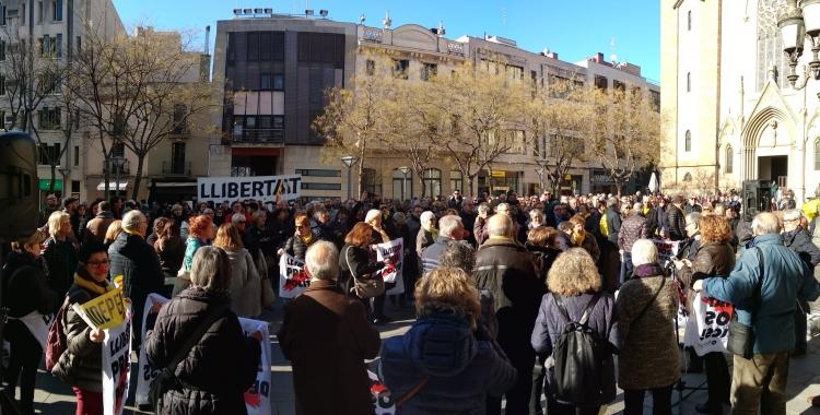 La plaça de Sant Roc plena de manifestants   Helena Molist