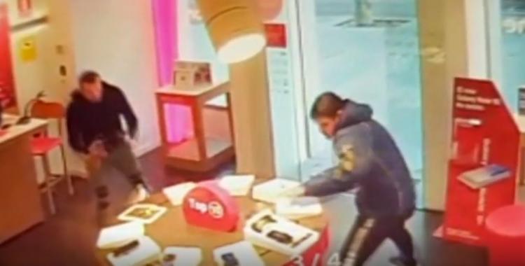 Sorprenent robatori de mòbils a laRamblade Sabadell | NIUS