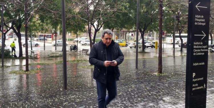 L'exalcalde Manuel Bustos entrant a la Ciutat de la Justícia | Pere Gallifa