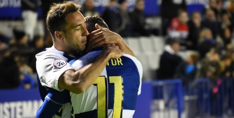 Boris i Néstor s'abracen després del gol d'ahir | Críspulo Díaz