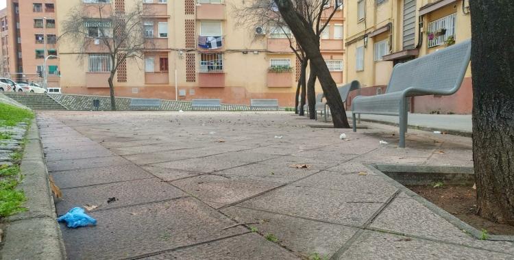 Restes del material utilitzat per la policia científica al carrer Doctor Balcells | Pere Gallifa
