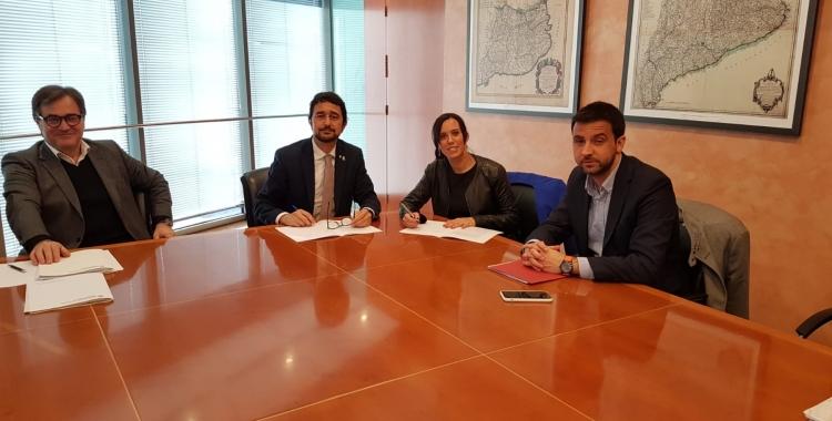 Marta Farrés i Pol Gibert, en la trobada amb el conseller Damià Calvet   Cedida