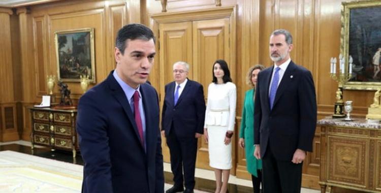 Pedro Sánchez, jurant el càrrec davant del Rei/ ACN