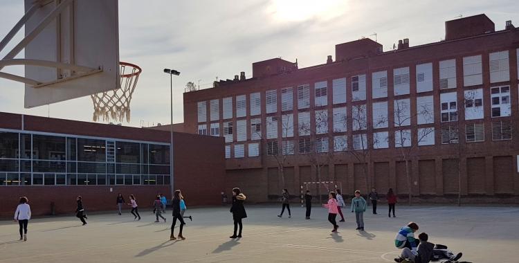 Imatge dels alumnes del Joanot Alisanda jugant al pati | Cedida
