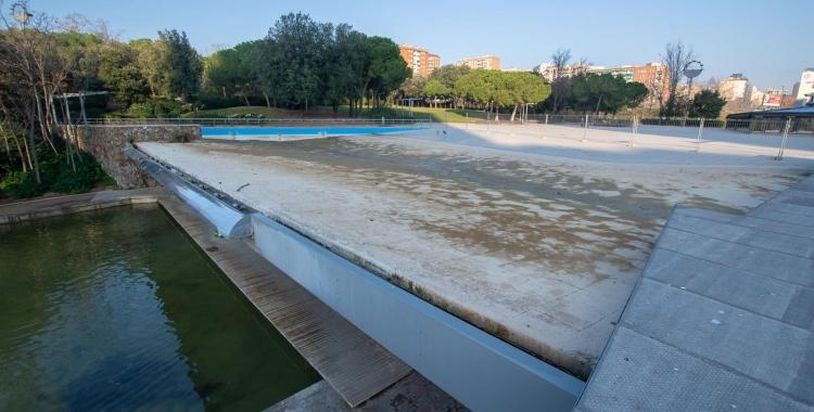 El llac superior del Parc Catalunya, buit per reparació   Roger Benet