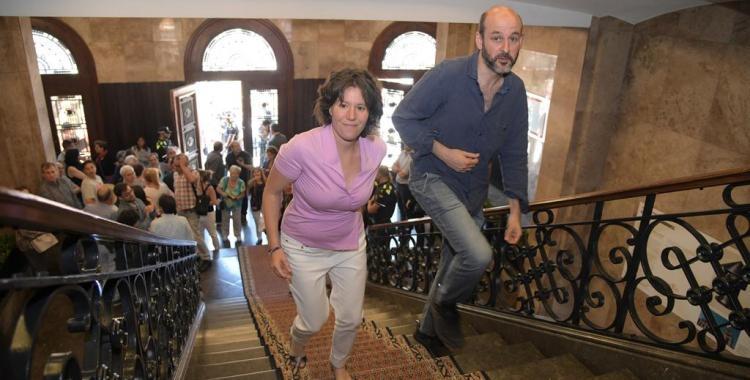Imatge de Marta Morell i Juanjo Cáceres el dia del Ple de constitució de la nova corporació | Roger Benet