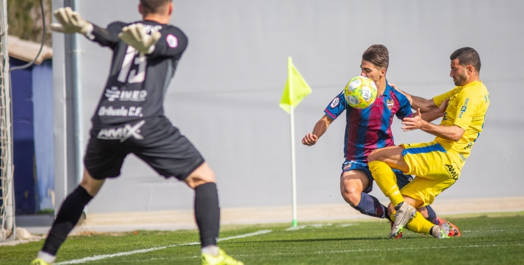 Amb Albadalejo, l'Orihuela només ha perdut un partit en lliga. Al camp de l'Atlético Levante, els escorpins van esgarrapar un empat | Orihuela CF