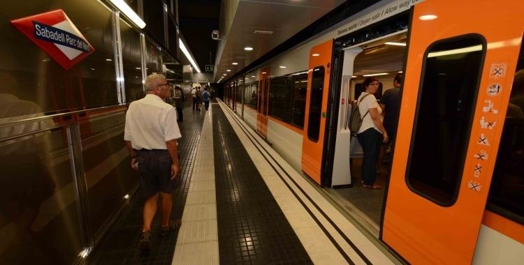 Un comboi de la línia S2 a l'estació Sabadell Parc del Nord   Roger Benet