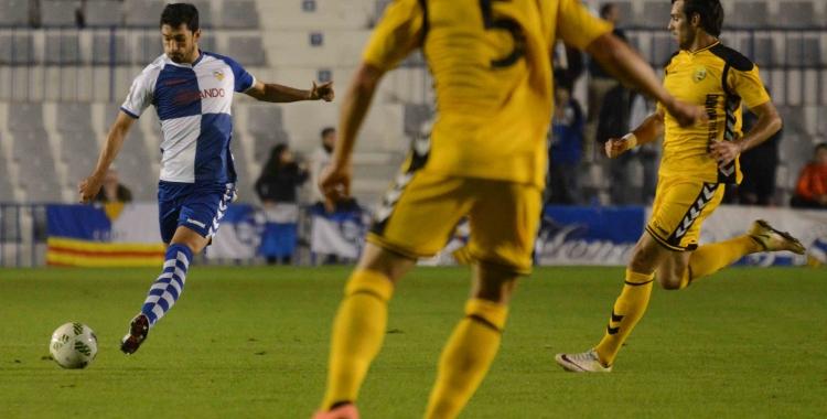 Lucas Viale en la seva etapa al Sabadell enfrontant-se al seu actual club | Roger Benet