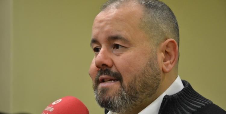 Joan Mena atenent Ràdio Sabadell | Jordi De Arriba