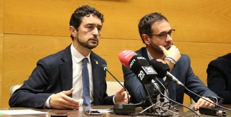 Damià Calvet (esquerra) i Ignasi Giménez, al Consell Comarcal/ ACN