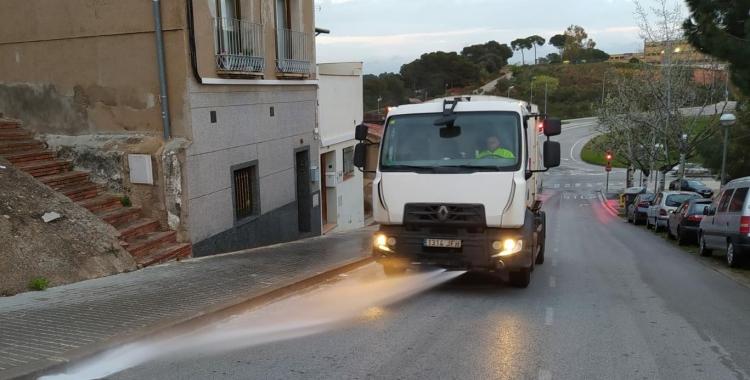 Un vehcle d'SMATSA fent la desinfecció especial de la ciutat | Cedida