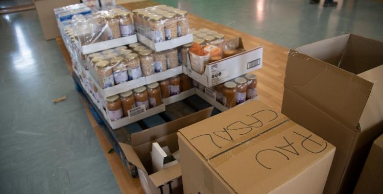 Repartiment d'aliments al Pau Casals | Roger Benet
