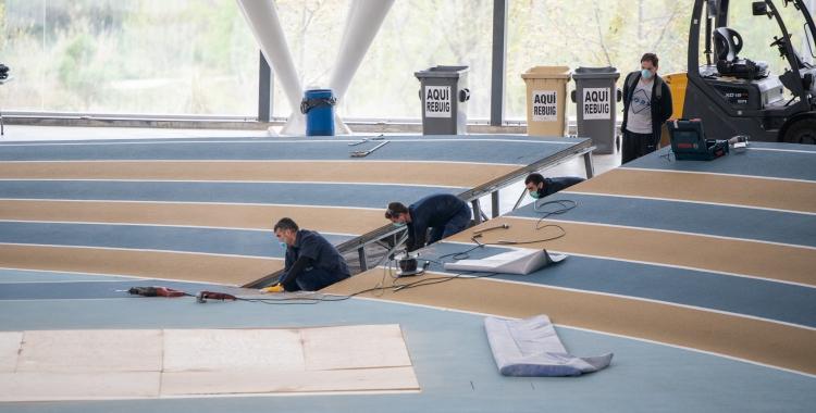 Operaris treballant a la Pista d'Atletisme | Roger Benet