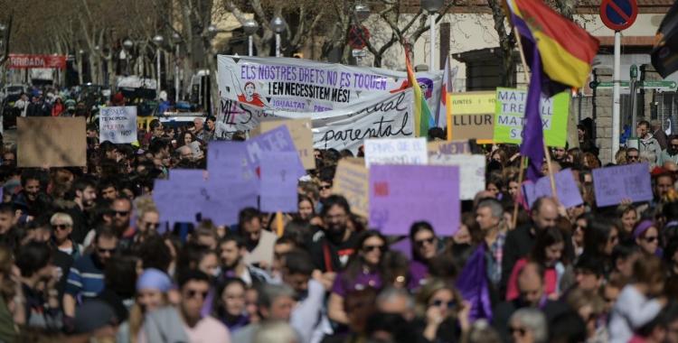 Milers de sabadellenques prenen els carrers el 8-M | Ràdio Sabadell