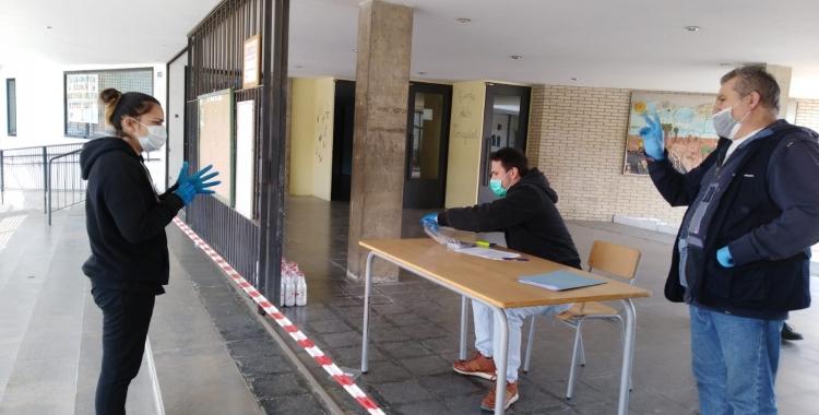 Imatge d'un dels punts de distribució de les targetes moneder   Ajuntament de Sabadell