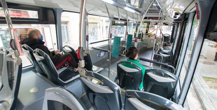 Imatge de l'interior d'un autobús   Roger Benet