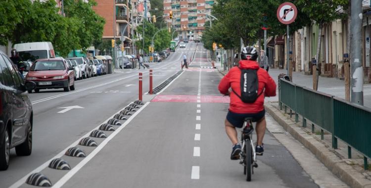 Vianants i ciclistes reclamen més espai al carrer per garantir el distanciament físic i la mobilitat sostenible   Roger Benet