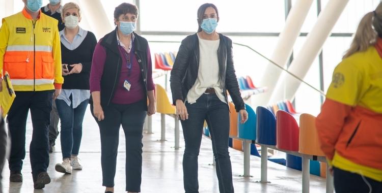 Imatge de l'alcaldessa Marta Farrés amb l'equip que coordina l'Hospital Temporal | Roger Benet