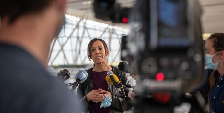 Marta Farrés atenent la premsa a l'Hospital Temporal Vallès Sud   Roger Benet