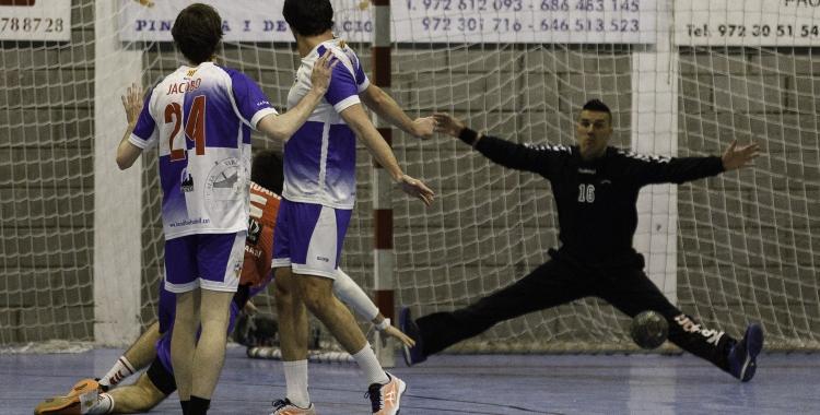 Imatge d'un enfrontament enguany del Creu Alta Sabadell Handbol | Jordi Vilas