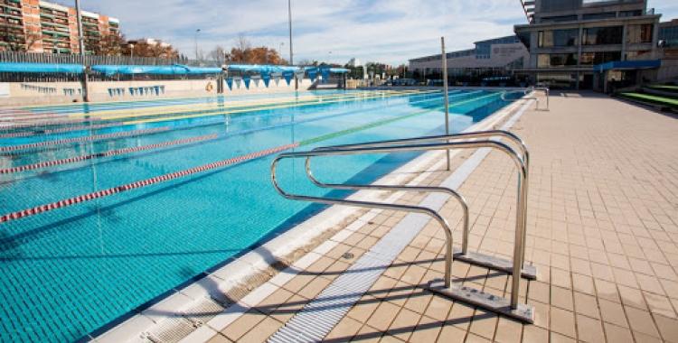 Imatge de la piscina exterior de Can Llong | Visit Vallès