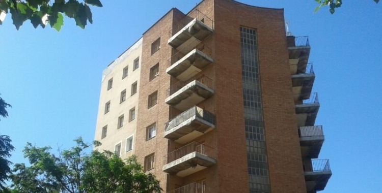 L'Ajuntament firma un conveni amb la Generalitat per defensar les famílies en risc de perdre l'habitatge davant de granstenidors   Arxiu