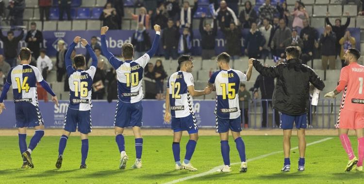 Els jugadors del Sabadell celebren el triomf contra l'Orihuela aquesta temporada | Àlex Canales