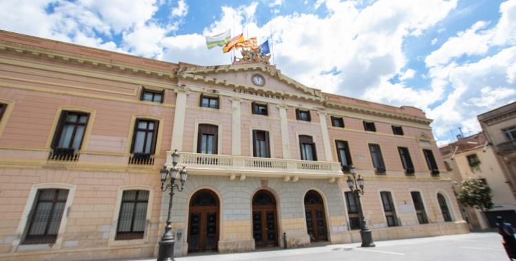 Una setantena de treballadors interins de l'Ajuntament de Sabadell denuncien una situació laboral precària | Roger Benet