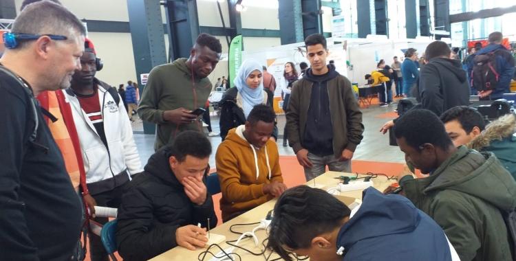 Els participants de l'InserJove durant una activitat   Associació Juvenil Esquitx