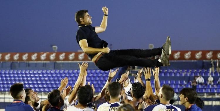 Hidalgo, mantejat pels jugadors del Sabadell | Cedida