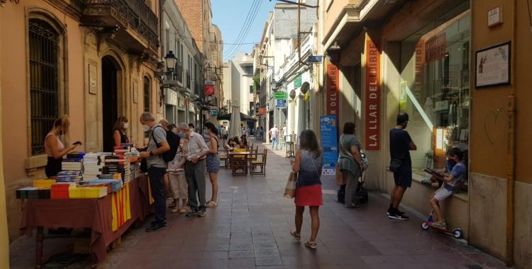 Parada de Sant Jordi de la Llar del Llibre al carrer Sant Antoni