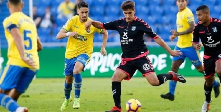 Undabarrena jugant un derbi Las Palmas-Tenerife   LFP