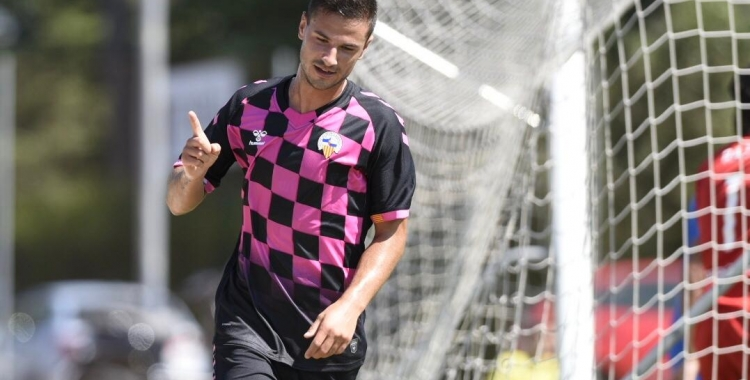 Guruzeta celebrant un dels seus dos gols   Marc González Alomà - CES