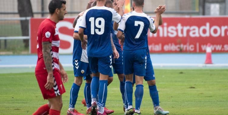 Celebració arlequinada de l'1 a 0 | Roger Benet