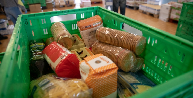 Imatge dels productes distribuïts pel Rebost Solidari | Roger Benet