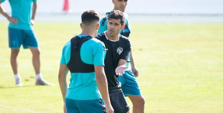 Antonio Hidalgo donant indicacions en un entrenament | Roger Benet