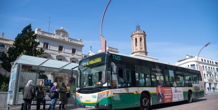 Un autobús de Transports Urbans de Sabadell al Passeig/ Roger Benet