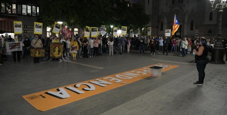 Concentració a la plaça Sant Roc en commemoració de l'1 d'octubre   Roger Benet