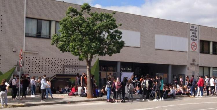 Mobilització a l'exterior de l'Institut de Castellar/ Cedida