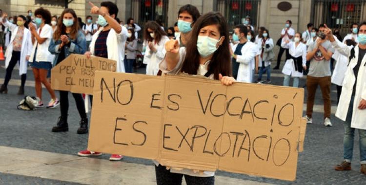 Mobilització dels MIR a la plaça Sant Jaume de Barcelona, aquest dimarts/ ACN
